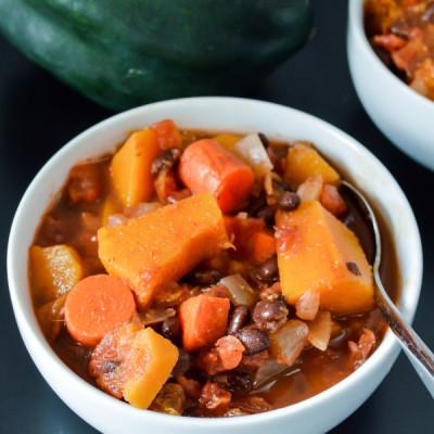 Crockpot Black Bean Acorn Squash Chili {Vegetarian, GF}